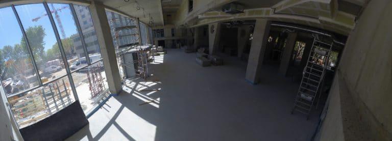 Juillet 2020 : le hall de l'école commence à être aménagé